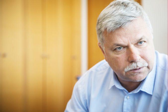 Pellegriniho vláda nedokáže efektívne čerpať zdroje, Šramko pripomína Dankovi aj volebný program