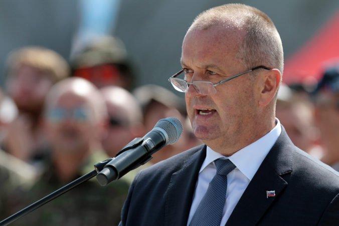 Vojak musí mať všetko, čo potrebuje, vyhlásil minister Gajdoš v zásobovacej základni v Nemšovej