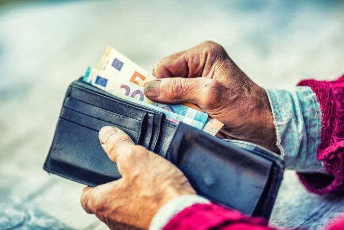 Starobní dôchodcovia dostávajú v priemere 460 eur, o tretinu viac než pred desiatimi rokmi