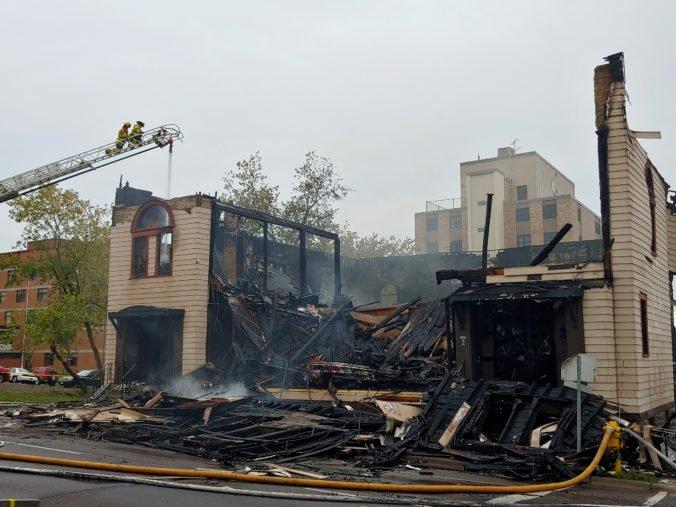 Zatkli podozrivého z podpálenia synagógy v Minnesote, polícia a hasiči viac neprezradili