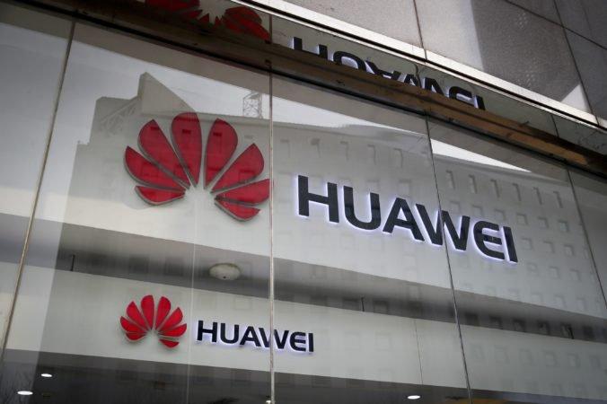 Estónsko plánuje obmedzenia pre technológie Huawei vo vládnych inštitúciách