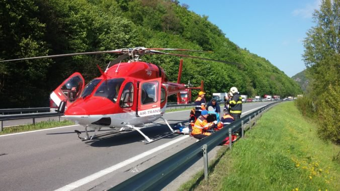 Na diaľnici D1 sa zrazili dve autá, nehoda si vyžiadala aj jednu obeť