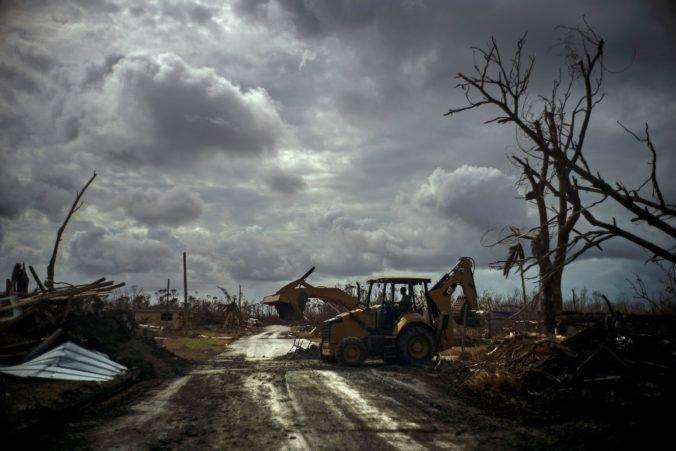 Video: Tropická búrka Humberto zasiahla Bahamy a môže sa zmeniť na hurikán