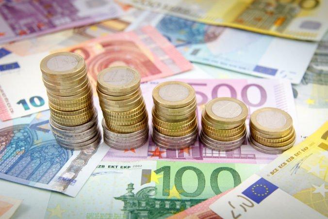 Zvýšenie minimálnej mzdy na 580 eur môže ublížiť absolventom v regiónoch s nízkymi mzdami