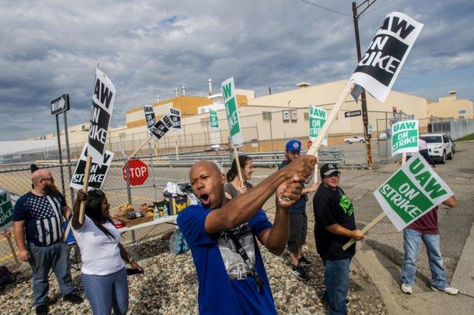 Desaťtisíce zamestnancov General Motors vstúpilo do štrajku, dôvodom je kolektívna zmluva