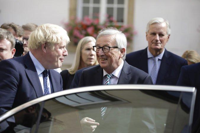 Rozhovory medzi Johnsonom a Junckerom o brexite nepriniesli viditeľný posun