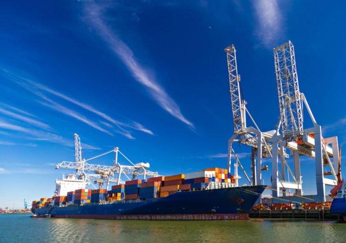 Slovenskí prepravcovia pozor, pri prevoze tovaru cez holandské prístavy platí nový systém