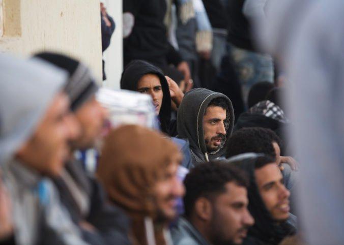 V Taliansku zatkli Afričanov, ktorí v tábore systematicky mučili utečencov