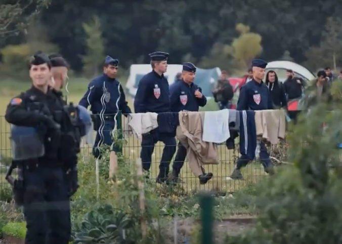 Polícia vypratáva tábor migrantov v Grande-Synthe, chcú zastaviť násilnosti a prevádzačstvo
