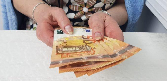 Čisté príjmy pracujúcich Slovákov stúpnu, schválili zvýšenie nezdaniteľnej časti dane