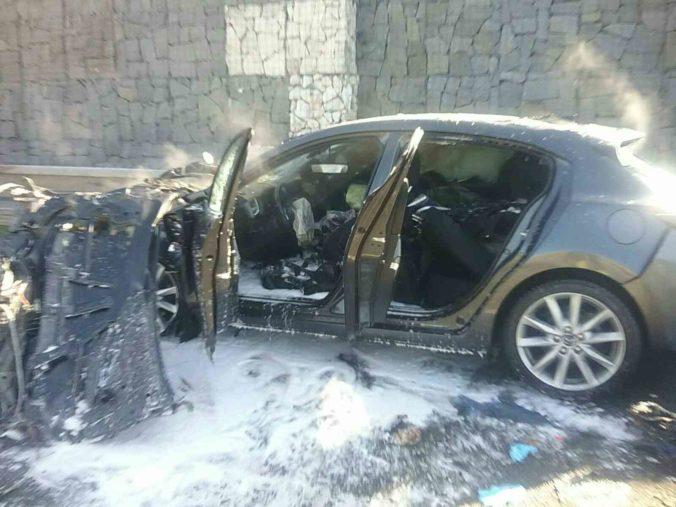 Foto: Pri vážnej nehode na D1 zahynula jedna osoba, auto narazilo do vozíka diaľničnej patroly