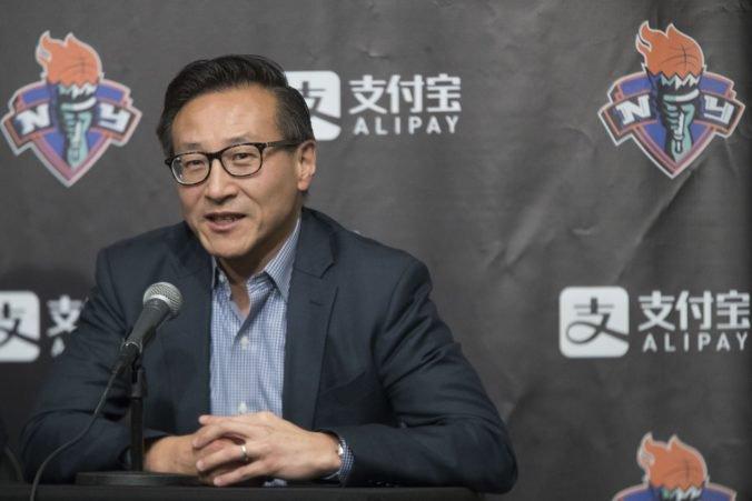 V NBA sa uskutočnil najväčší obchod v celej histórii, za všetkým je miliardár Tsai