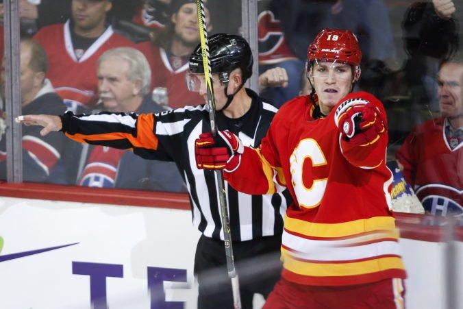 Calgary Flames si udržali kľúčového útočníka, Matthew Tkachuk sa upísal klubu na tri roky