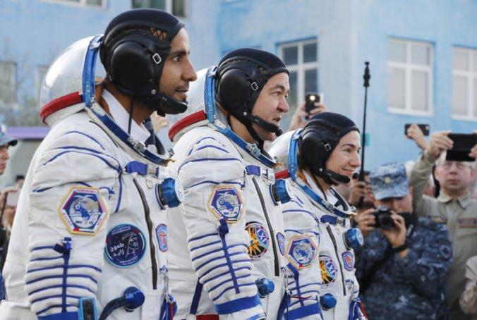 Do vesmíru vyletel prvý astronaut zo Spojených arabských emirátov, strávi niekoľko dní na ISS