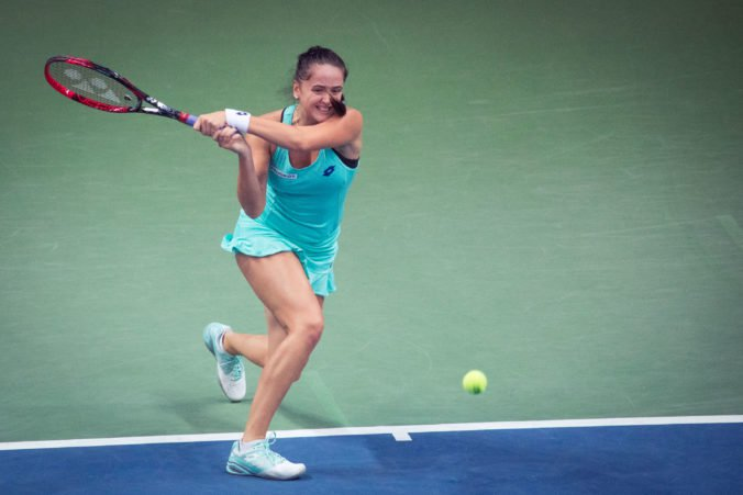 Viktória Kužmová odvrátila mečbal a po trojsetovej bitke si v Taškente zahrá štvrťfinále