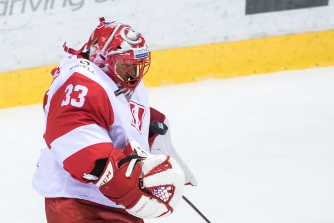 Brankár Hudáček sa v zápase KHL blysol shutoutom, obranca Čajkovský dvoma asistenciami