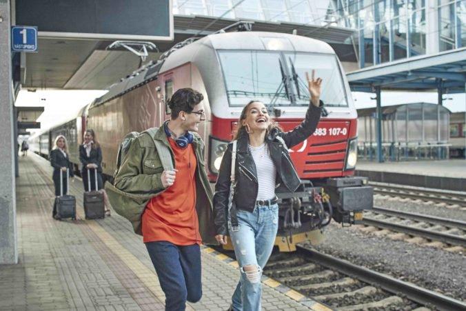 Párty, hodovanie, pitný režim a nezabudnuteľná atmosféra: Oktoberfest 2019 sa začína už vo vlaku