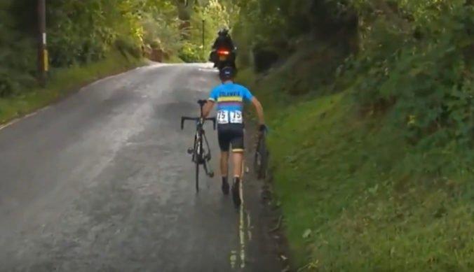 Video: Hnev a slzy na MS v Yorkshire, mladý cyklista Gomez kráčal po pomoc s pokazeným bicyklom