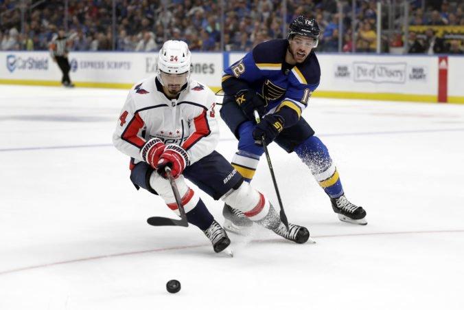 Video: Washington s Fehérvárym padol na ľade obhajcu Stanley Cupu, za Toronto hral aj Marinčin