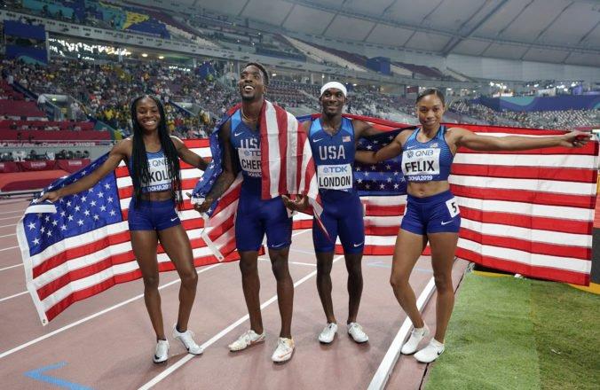 Miešaná štafeta USA vytvorila nový svetový rekord, Felixová prekonala Bolta