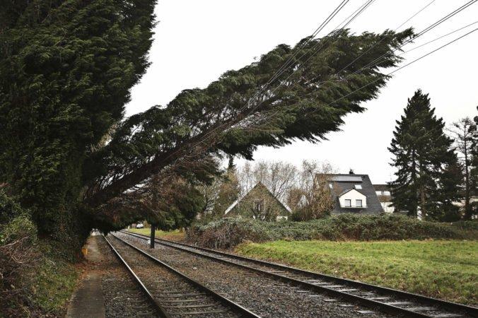 Búrka ochromila železničnú dopravu na severe Nemecka, prerušili aj premávku z Hamburgu do Berlína