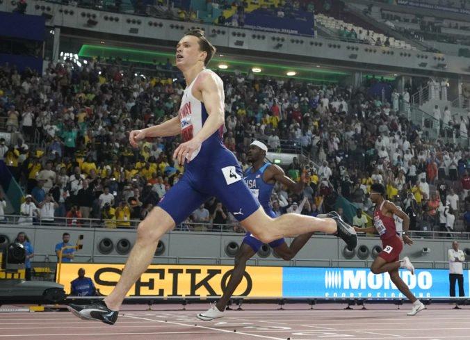 Warholm na MS v Dauhe obhájil titul na 400 m prekážok, Chepkoechová si dobehla po premiérové zlato