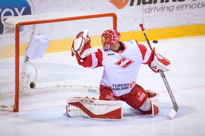Brankár Hudáček sa dostal medzi najlepších legionárov týždňa v KHL