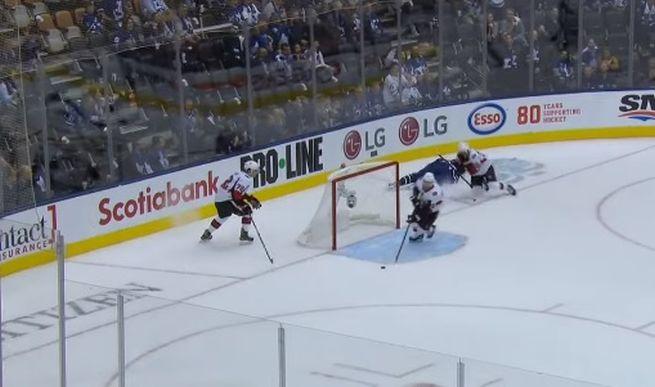 Video: Matthews mohol spečatiť hetrik, ale namiesto gólu pripomenul hororové zranenie Zedníka