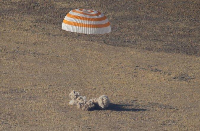 Video: Traja astronauti sa zo stanice ISS vrátili na Zem, dvaja strávili vo vesmíre pol roka