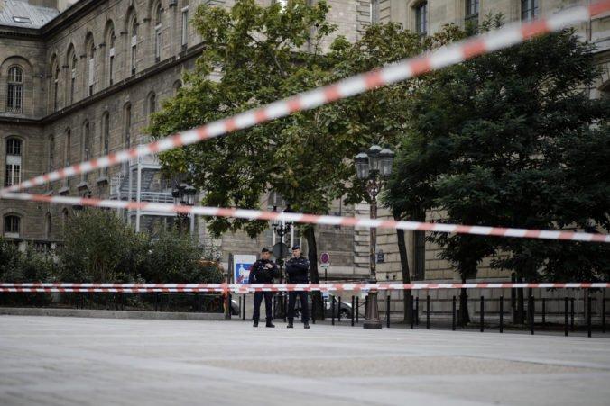 Polícia zverejnila informácie o útočníkovi z Paríža, v noci vraj počul hlasy