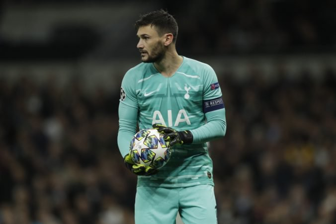 Tottenham Hotspur zažíva zlé obdobie, opäť prehral a brankár Lloris sa navyše hrozivo zranil