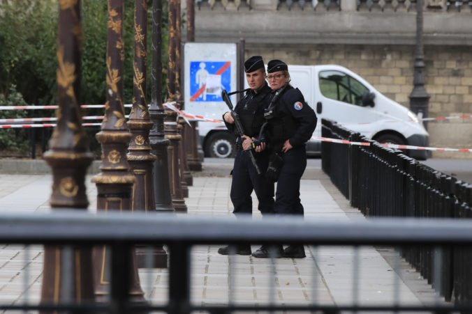 Útočník z Paríža chválil útok na redakciu Charlie Hebdo