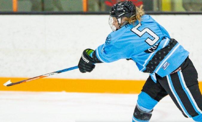 Lenka Čurmová je prvou Slovenkou s gólom v zámorskej NWHL, vyhlásili ju za hráčku týždňa