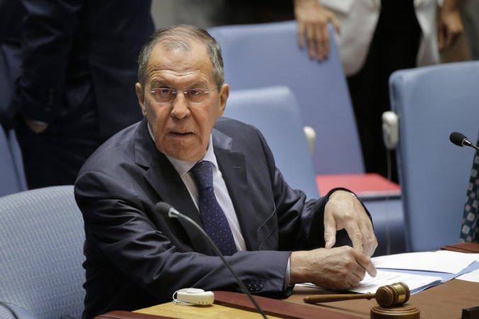 Američania hrajú s Kurdmi veľmi nebezpečné hry, Lavrov ostro skritizoval Trumpovo rozhodnutie