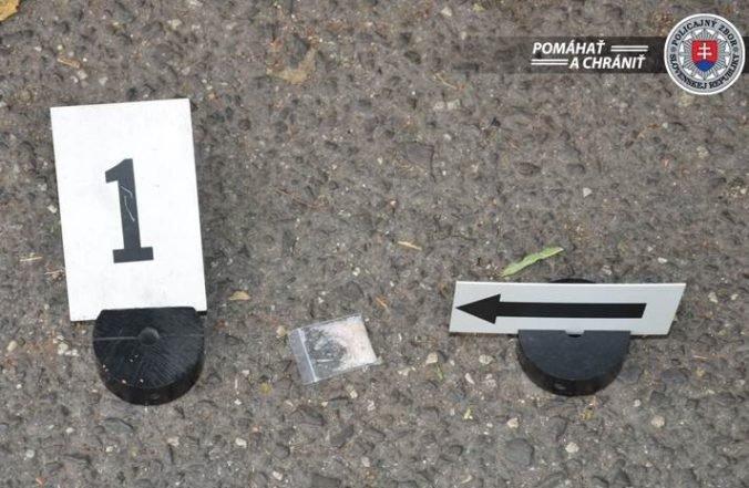 Foto: Polícia chytila dílerov priamo pri predaji metamfetamínu, dvojici hrozí väzenie