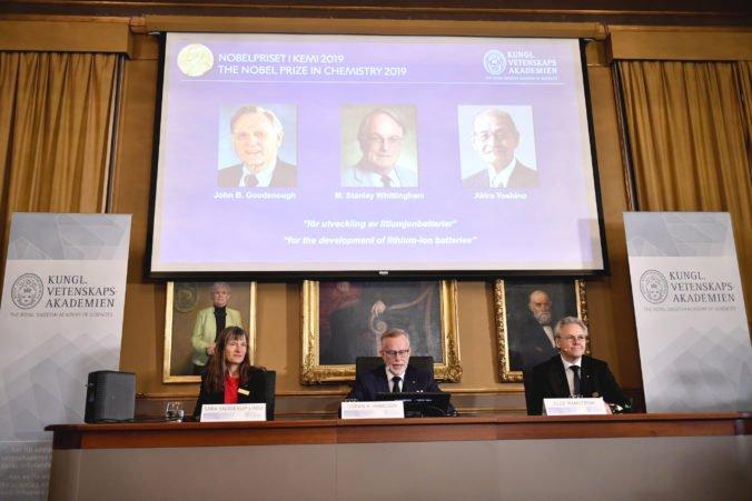 Nobelovu cenu za chémiu si podelia traja vedci, ktorí vyvinuli lítium-iónové batérie