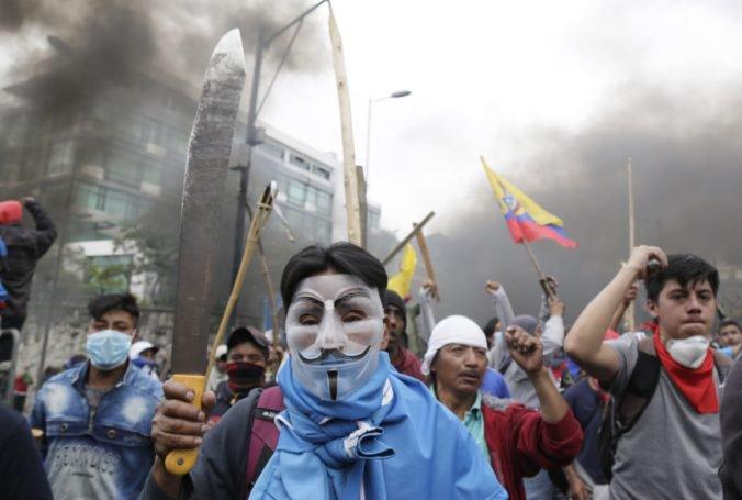 Rozhnevaní demonštranti vtrhli do ekvádorského parlamentu, prezident nariadil zákaz vychádzania