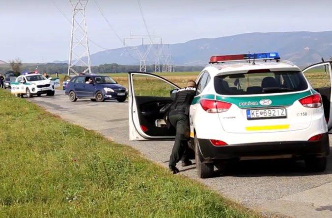 Video: Slovenskí a maďarskí policajti prenasledovali bankových lupičov, našťastie išlo o cvičenie