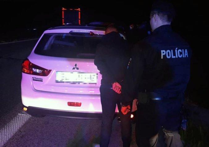 Foto: Elzbietu obvinili z krádeže v Dúbravke, chytili ju v ukradnutom aute na diaľnici D2