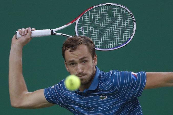 Medvedev a Zverev sa pobijú o titul na turnaji Masters v Šanghaji