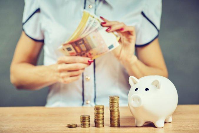 Záujem o druhý dôchodkový pilier láme rekordy, no Slováci si stále sporia konzervatívne