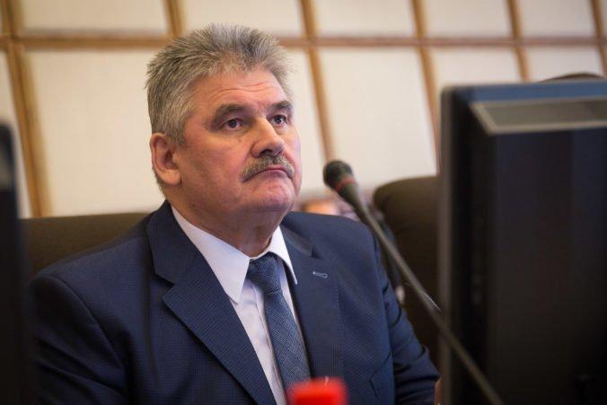 Príplatky za prácu v noci a cez víkend zostanú naviazané na minimálnu mzdu, vyhlásil minister Richter
