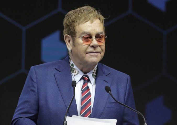 Elton John je vďačný za roky, počas ktorých si užíval sex a drogy