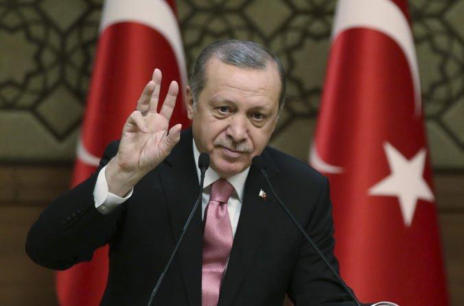 Erdogan súhlasil s prímerím, Američania chcú pomôcť s odchodom kurdských jednotiek