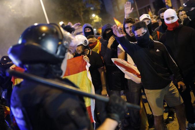 Španielska polícia zasiahla v Barcelone proti krajne pravicovým demonštrantom