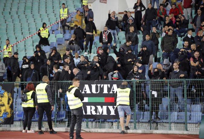 V Bulharsku zatkli pre rasizmus futbalových fanúšikov, odstúpil aj tréner reprezentácie