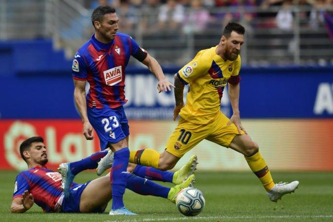 Barcelona zdolala Eibar v La Lige rozdielom triedy, presadilo sa kompletné útočné trio