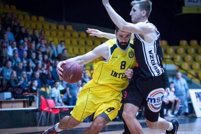 Šláger basketbalovej ligy mužov medzi Prievidzou a Interom nedohrali pre inzultáciu rozhodcu