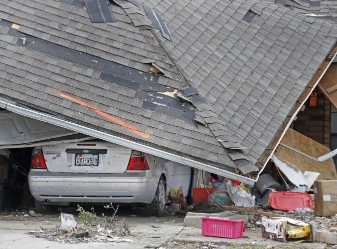 Video: Dallas zasiahlo tornádo, ničilo domy a strhávalo elektrické vedenie