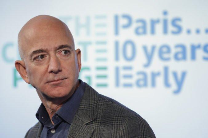 Jeff Bezos predstavil tím, ktorý by chcel vytvoriť vesmírny modul na pristátie na Mesiaci